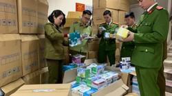 """Hà Nội: Phát hiện cơ sở kinh doanh có dấu hiệu """"găm"""" hàng nghìn khẩu trang"""