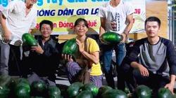 Huế: Anh em thiện nguyện bán hết veo 20 tấn dưa hấu Gia Lai