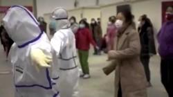 Dịch corona: Bác sĩ, bệnh nhân rủ nhau nhảy múa đẩy lùi virus corona
