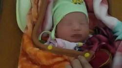 Bé gái sơ sinh bị bỏ rơi trước nhà dân trong đêm