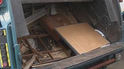 Bất ngờ tìm thấy 2,3 tỷ trong đống rác, chủ nhân bí ẩn vẫn chưa lộ diện