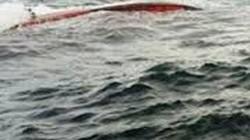 Huế: Thuyền chở 12 người chìm giữa sông sâu, 3 người mất tích