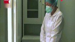Vũ Hán: Mẹ mất, nữ y tá khóc, hướng về quê lạy 3 lạy rồi tiếp tục làm việc