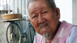 Chiếc xe đạp, thúng lạc luộc và trái tim nhân hậu của cụ ông 90 tuổi