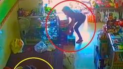 VIDEO: Cô gái đuổi bắt tên trộm trong tiệm tạp hóa