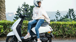2020 Yamaha Limi 125 đẹp lung linh, fan xe Honda Vision chao đảo