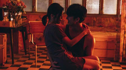"""Oái oăm chồng chỉ thích """"yêu đương"""" dưới sàn nhà"""