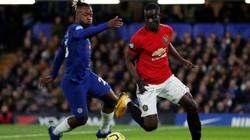 """VAR và """"bom tấn"""" 71,1 triệu bảng, M.U hạ Chelsea"""