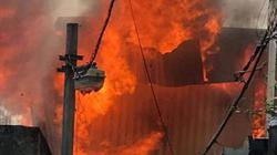 Hà Nội: Cháy lớn ở xưởng mộc, 5 xe cứu hoả được điều đến hiện trường