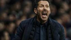 Thắng Liverpool, HLV Simeone choáng vì lần đầu chứng kiến 1 cảnh tượng