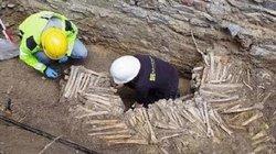 Sốc: Phát hiện bức tường cổ làm từ xương và hộp sọ người