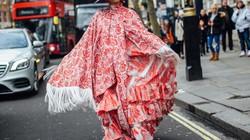Váy hoa, đầm nhún tưng bừng, sống động trên đường phố London