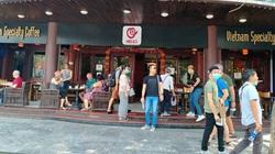 """Dịch Covid-19 ở Hà Nội: Quán cà phê, nhà hàng """"vắng như chùa bà Đanh"""""""