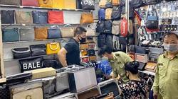 """Bắt giữ 1.500 sản phẩm """"nhái"""" thương hiệu Gucci, Hermes, Prada tại Sài Gòn Square và Chợ Bến Thành"""