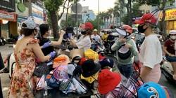 TP.HCM: Người dân đổ xô mua mũ chống dịch Covid-19