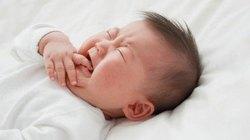 Không chủ quan khi trẻ ho, quấy khóc
