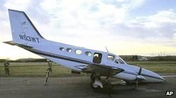 Chồng đột tử, vợ 80 tuổi bình tĩnh hạ cánh máy bay