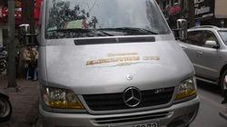 Hà Nội: Mercedes chở 6 khách nước ngoài bỗng bốc cháy