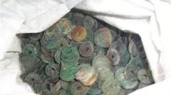 Đào đất, đào được luôn 22 kg tiền cổ quý