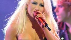 Christina Aguilera 'bức tử' vòng 1, diễn bốc lửa