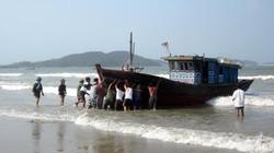 Gió cấp 8 đánh chìm ba tàu cá của ngư dân