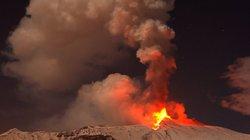 Kỳ lạ núi lửa phun trào nhưng vẫn phủ tuyết