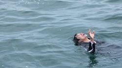 Trượt chân rơi xuống cầu, một học sinh chết đuối