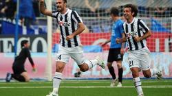 """""""Quật ngã"""" Novara, Juve giữ vững ngôi đầu"""