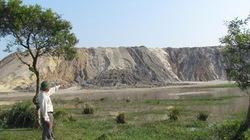 Hà Tĩnh: Báo động sạt lở bãi thải mỏ sắt Thạch Khê