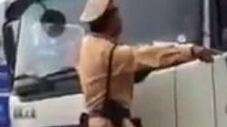 Điều tra clip CSGT đánh đu 2 phút trước mũi xe tải
