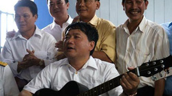 """Bộ trưởng Thăng đàn, hát """"đời mình là một khúc quân hành..."""""""