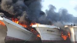 Cháy đội tàu composite hàng chục tỷ đồng