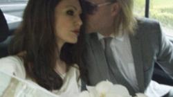 """Sôi sục """"ảnh cưới"""" của Angelina Jolie và Brad Pitt"""