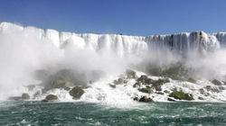 Suýt chết vì nhảy xuống thác nước Niagara hùng vĩ