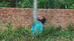 Người đàn ông tự tử bất thường bằng dây phơi
