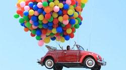 Ca sĩ Vy Oanh và xe hơi... bay lên trời