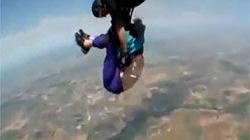 Nhảy dù bị tuột đai, cụ bà 80 sống sót kỳ tài