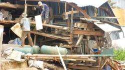 An Giang: Sạt lở nhấn chìm hàng chục nhà dân