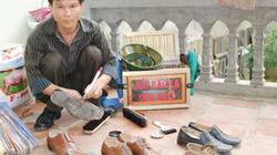 Người đánh giày 16 năm cóp nhặt tiền lẻ xây tổ ấm