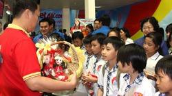 """VietJetAir tặng quà các """"thượng đế nhí"""" ngày 1.6"""