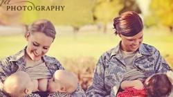 Bức ảnh nữ quân nhân cho con bú gây tranh cãi