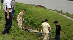 Xác một phụ nữ chết bất thường trên đê sông Đuống