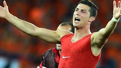 C.Ronaldo mừng sinh nhật con trai cưng bằng cú đúp