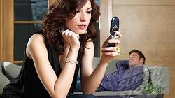 Khi chồng có tin nhắn lạ, có nên theo dõi?