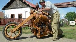 Lần đầu tiên thấy xe máy toàn bằng… gỗ