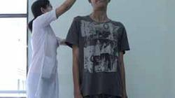 Chàng trai khổng lồ cao 2,03m ở Đồng Nai