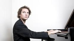 Nghệ sĩ piano Francesco Tristano biểu diễn tại Hà Nội