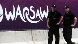 Warsaw ngày bóng không lăn...