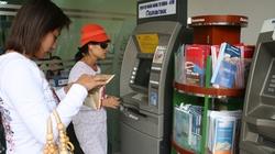 """""""Bỗng nhiên"""" mất phí  dùng thẻ ATM"""