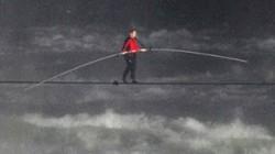 Người đầu tiên vượt thác Niagara trên dây